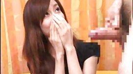 فتاة في مواقع اباحية مترجمة اللعب الإيجابي أمام الكاميرا