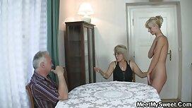 أمي مع فتاة تعمل الفتيات موقع سكس اجنبي أعلى رجل ولها في المطبخ.