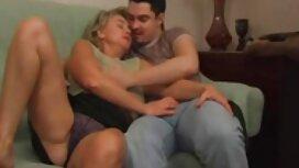 زوجة فضح جميع مواقع السكس المترجمه لها الثدي أمام زوجها,