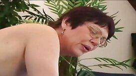 نحيل موقع سكس احترافي ماريا ريا تسلق الطاولة واستمناء مع أصابعها.
