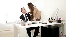 رجل يأكل فتاة في المهبل ووضع افضل موقع سكس مترجم خدها