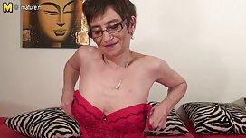 امرأة في الملابس الداخلية ملقاة على الأريكة و افضل موقع افلام سكس اجنبي كبيرة ، لامعة