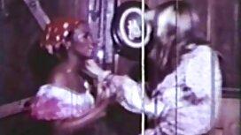 امرأة تجلس مواقع جنسية مترجمة على الديك وأعطى اللسان لرجل.